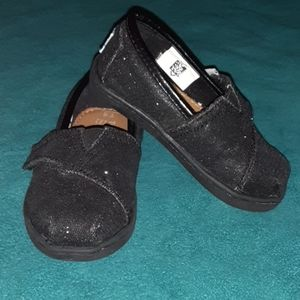 Tom's girl shoes